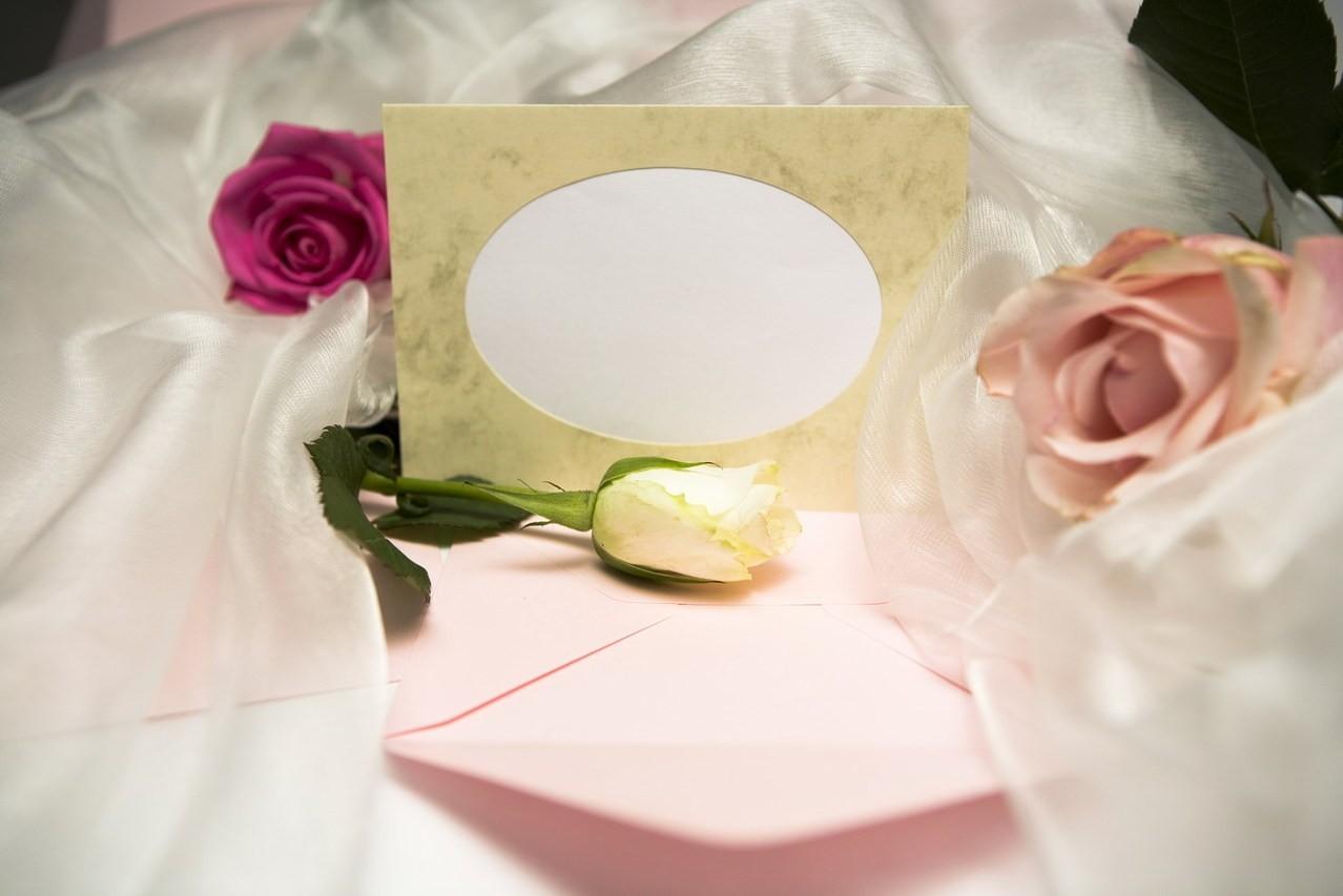 Jak wręczać prezenty ślubne – najważniejsze zasady