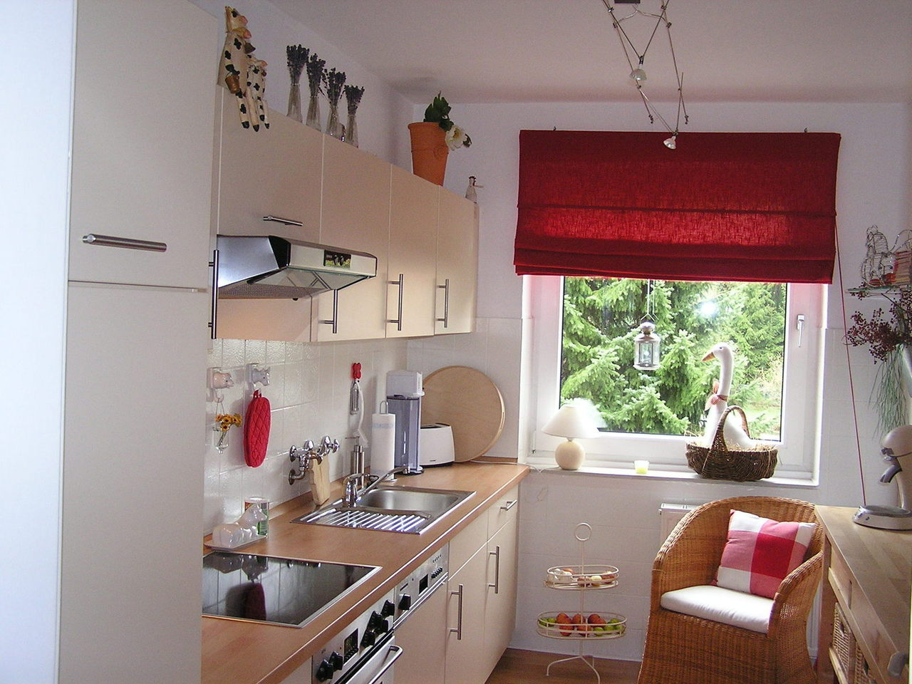 Dekoracja okna w małym mieszkaniu